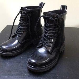 Short M Kors rain boots
